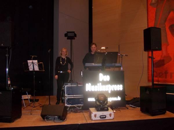 Live Band - Hochzeitsband Duo Musikexpress in Aktion bei einem Auftritt