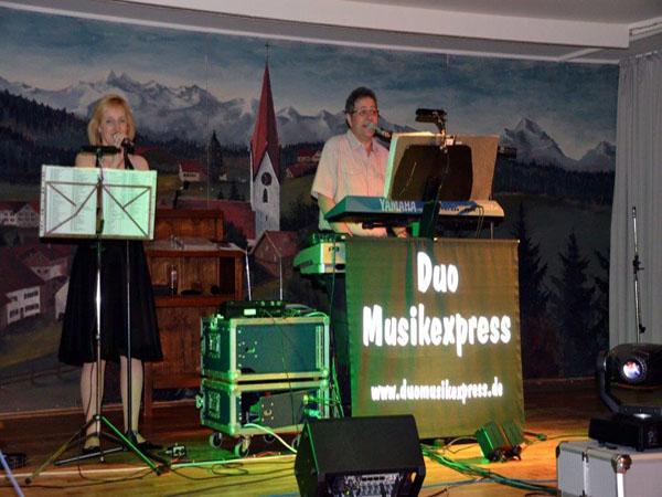 Live Band Duo Musikexpress in Aktion bei einem Auftritt